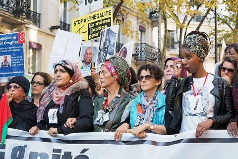 31 Ekim 2015 | Fransa'nın başkenti Paris'te, binlerce kişinin katılımıyla, ırkçılık, İslamofobi ve polis şiddetini protesto amacıyla yürüyüş yapıldı. (AA)