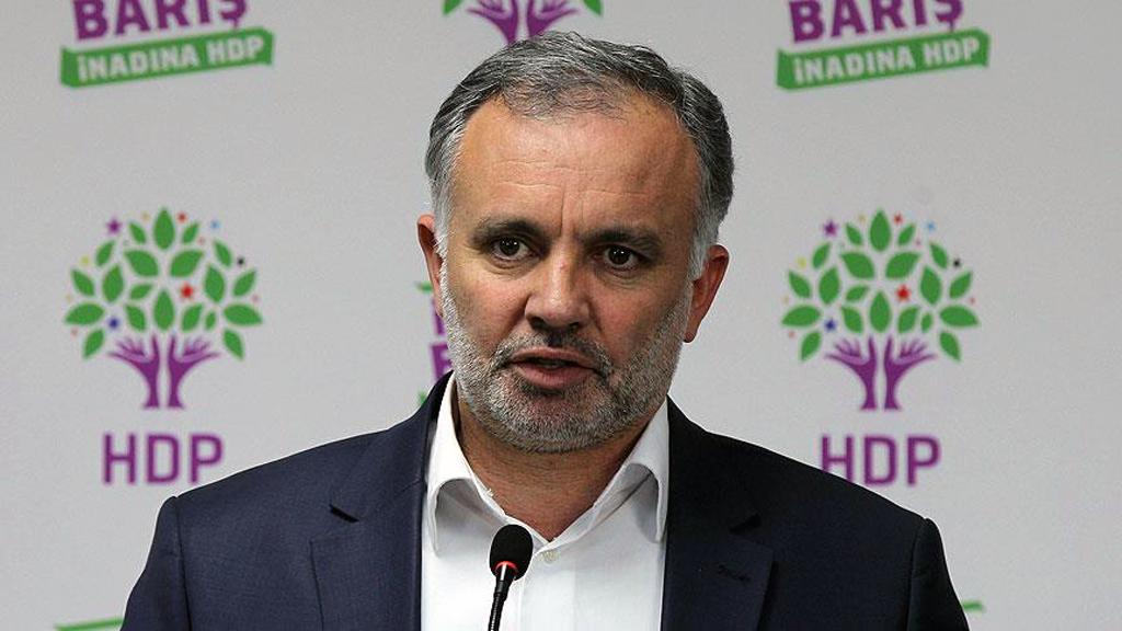 2 Ekim 2020 | Ankara Cumhuriyet Başsavcılığı'nın soruşturması kapsamında, 'devletin birliğini ve ülke bütünlüğünü bozma' suçundan gözaltına alınıp tutuklanan Kars Belediye Başkanı Ayhan Bilgen'in, İçişleri Bakanlığı'nın onayı ile geçici tedbir olarak görevinden uzaklaştırıldığı belirtildi.