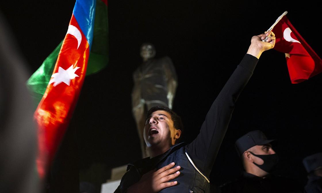 Azerbaycanlılar, Ermenistan'ın Dağlık Karabağ'daki işgalini sonlandıran bildirinin imzalanmasını meydanlarda kutluyor. Ülkenin ikinci büyük kenti Gence'de halk Ermenistan işgalinden kurtarılan bölgeler için kutlama yaptı.   ( Arif Hüdaverdi Yaman - Anadolu Ajansı )