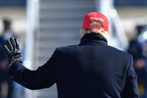 3 Kasım 2020 | ABD Başkanı Donald Trump, Kuzey Karolina eyaletinin Fayetteville kentinde düzenlediği mitingin ardından (Foto: Peter Zay / AA)