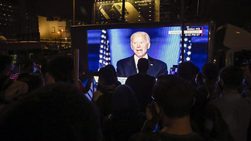 8 Kasım 2020 | ABD başkanlığına seçilen Joe Biden,akşam saatlerinde gerçekleştirdiği  zafer konuşmasında, ''Bölen değil, birleştiren bir başkan olacağıma söz veriyorum.'' dedi.