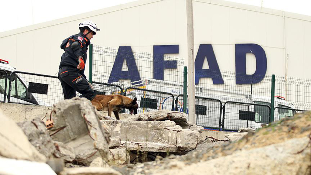 İzmir Depremi ve Türkiye'de Afet Yönetimi