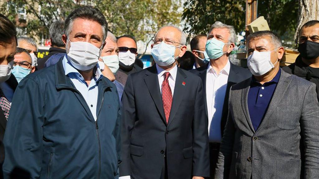 CHP Genel Başkanı Kemal Kılıçdaroğlu (ortada)
