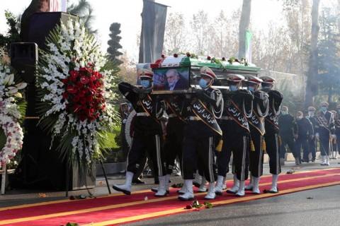 30 Kasım 2020   27 Kasım Cuma günü İran'ın başkenti Tahran yakınlarında suikast sonucu öldürülen İranlı bilim insanı Muhsin Fahrizade devlet töreniyle toprağa verildi. Açık havada yapılan tören, devlet televizyonundan naklen yayımlandı.