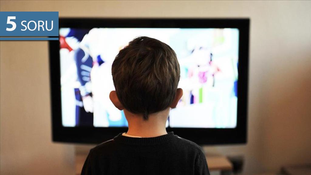 """5 Soru: Çocuklarda """"Ekrana Yapışma"""" Riskleri"""