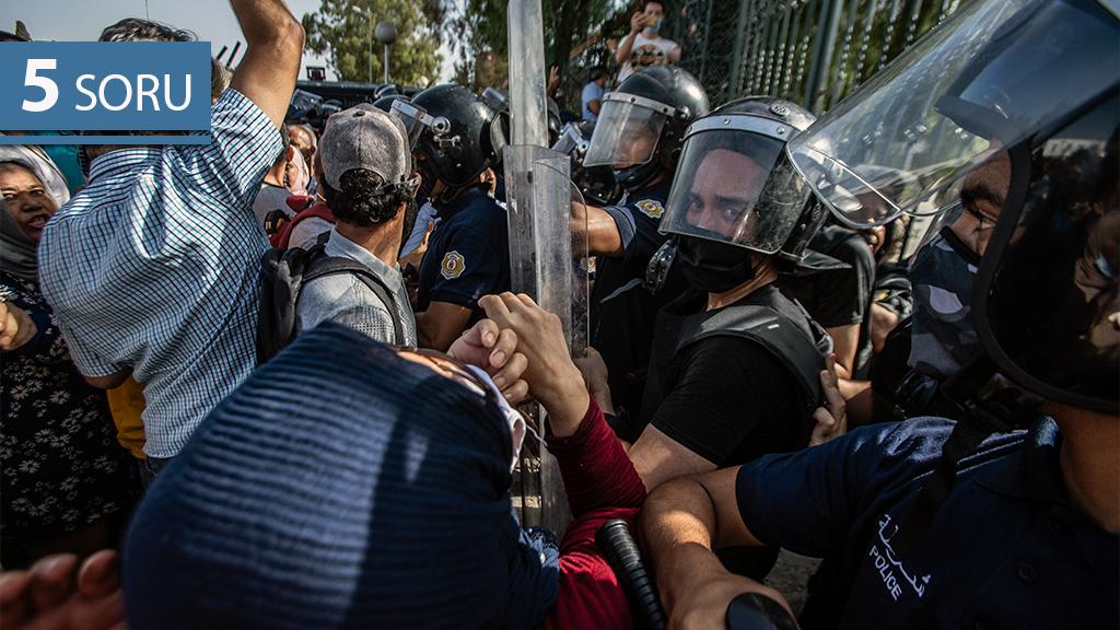 5 Soru: Tunus'ta Siyasete Yönelik Darbe Ne Anlama Geliyor?
