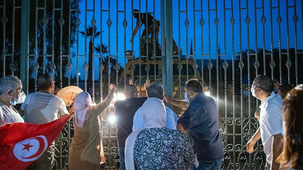 Arap Devrimlerinin Umut Ülkesi Tunus'ta Siyasi Kriz