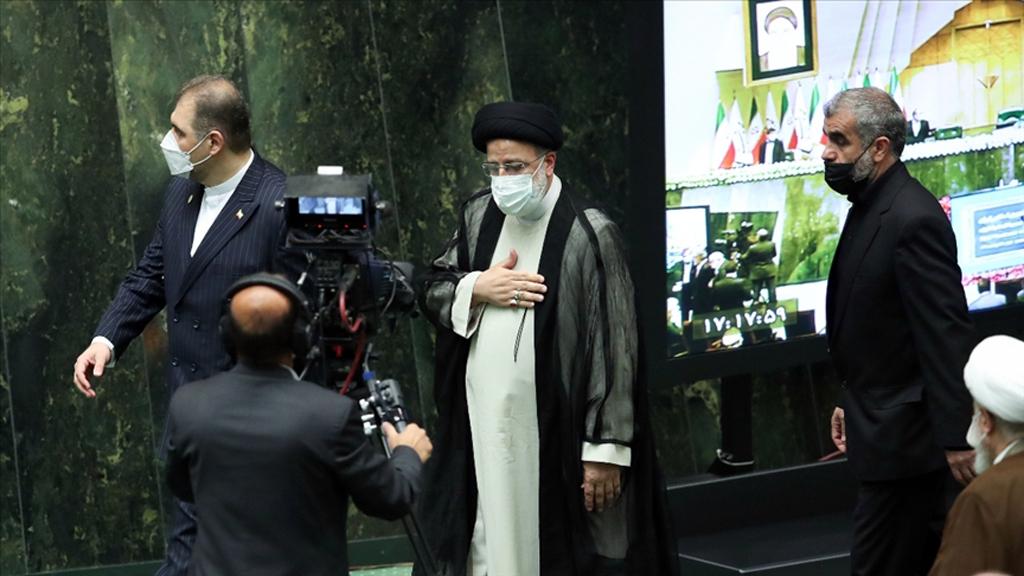 Yeni Cumhurbaşkanı Reisi'nin Göreve Başladığı İran'ı Dış Politikada Neler Bekliyor?