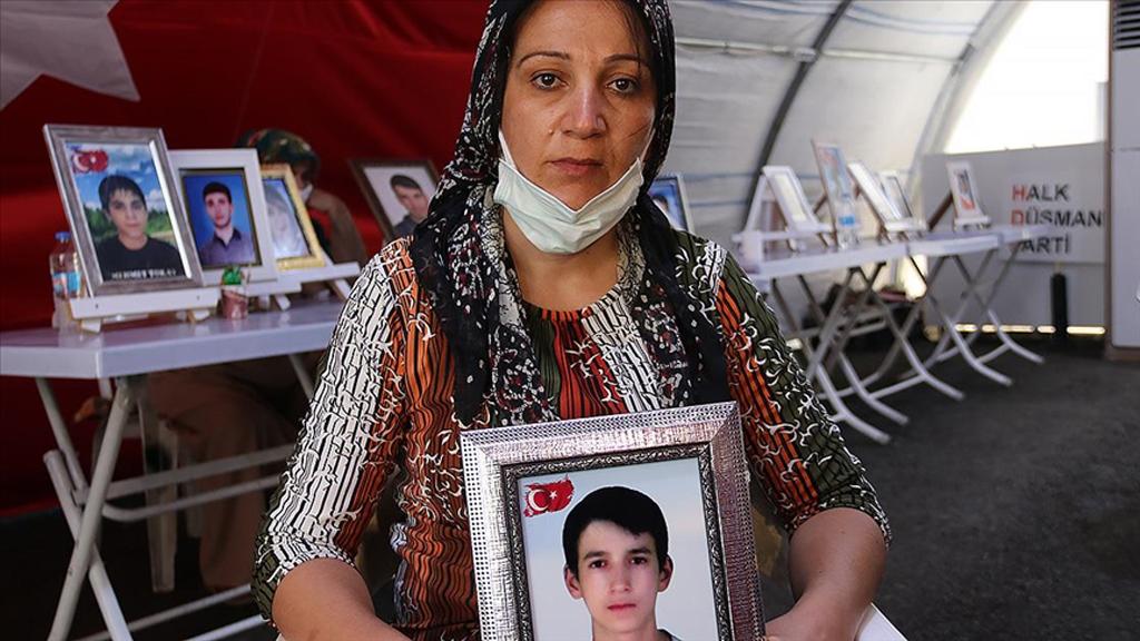 Uzmanlara Göre, Batı Medyası PKK ile Suç Ortaklıkları Alenileşmesin Diye Diyarbakır Annelerini Görmüyor
