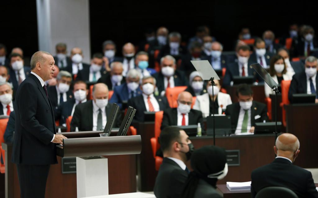 """Erdoğan'ın Muhalefete İki Meydan Okuması: Yeni Anayasa ve """"Kürt Sorunu"""""""