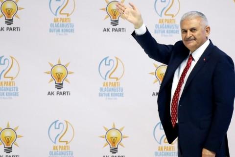 AK Parti Genel Başkan Adayı ve Ulaştırma, Denizcilik ve Haberleşme Bakanı Binali Yıldırım, Ankara Spor Salonu'nda yapılan AK Parti 2. Olağanüstü Büyük Kongresinde konuşma yaptı. ( Aykut Ünlüpınar - Anadolu Ajansı )