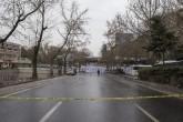Ankara'daki terör saldırısında zarar gören araçlar, çalışmaların ardından üzerlerine branda örtülerek olay yerinden kaldırıldı. Kızılay Güvenpark'ta dün akşam saatlerinde düzenlenen terör saldırısının ardından Ankara Emniyet Müdürlüğü Olay Yeri İnceleme Şube Müdürlüğü ekiplerinin çalışmaları sürüyor. Belediye temizlik ekipleri de patlamanın meydana geldiği yerin çevresini beyaz brandalarla çevirdi.  ( Murat Kaynak - Anadolu Ajansı )