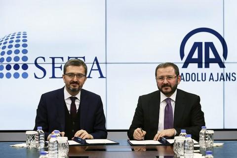 Anadolu Agency Director-General and Board Chairman Senol Kazanci (R), SETA General Coordinator Burhanettin Duran (L) ( Murat Kula - Anadolu Ajansı )