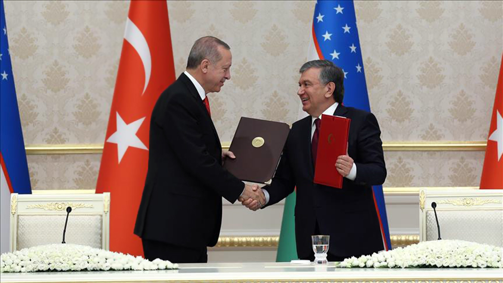 Turkish President Recep Tayyip Erdogan (L) and Uzbekistani President Shavkat Mirziyoyev (R) shake their hands as they attend the signing ceremony of agreements between two countries, following their meeting in Tashkent, Uzbekistan on April 30, 2018.