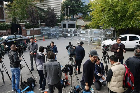 Local and foreign press members are waiting in front of the Consulate General of Saudi Arabia in Istanbul