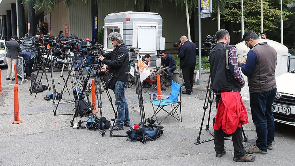 Due to the murder of Saudi journalist Jamal Khashoggi, the waiting of journalists in front of the Consulate General of Saudi Arabia in Istanbul continues.