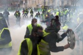 'Yellow vests' riots scuttle EU chief's Paris visit