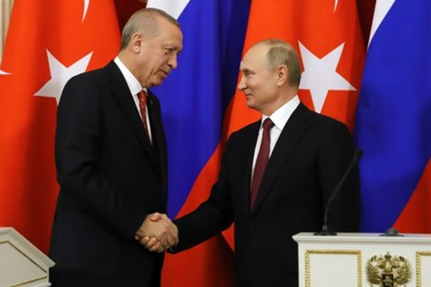 President Erdoğan and Russian President Putin (R) shake hands during a news conference after their meeting at the Kremlin, Moscow, Jan. 23, 2019.
