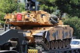 Turkey continues military build-up on Syrian border