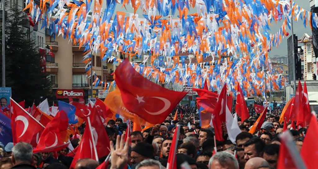 People wave flags as they gather to listen to President Erdoğan during a campaign rally for the upcoming March 31 elections, Ankara, March 13, 2019.