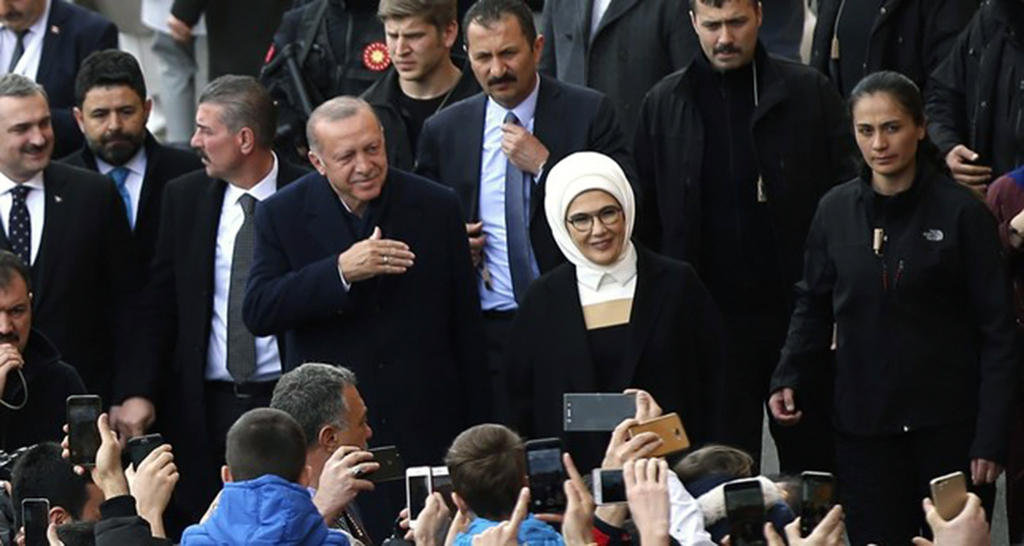 President Erdoğan and his wife first lady Emine Erdoğan wave to the people they arrive at a polling station in Istanbul, March 31, 2019.