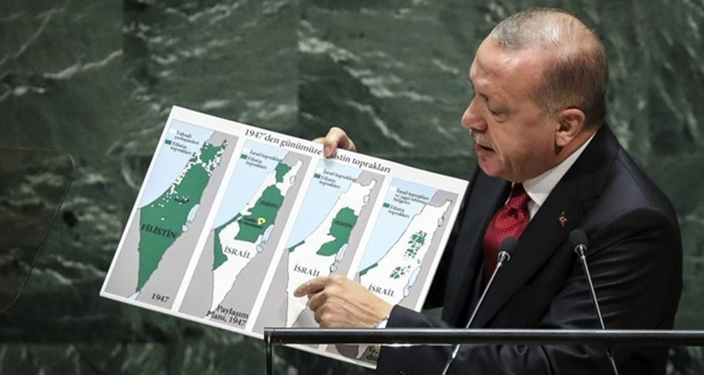 President Recep Tayyip Erdoğan holds up a map of Palestine since 1947 showing changing population and territory under Israeli rule while speaking at U.N. headquarters in New York, Sept. 24, 2019