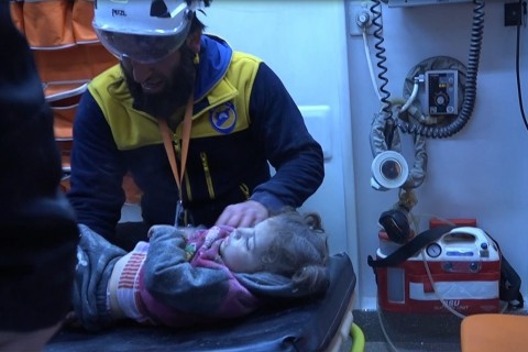 February 10, 2020 | Russian and Syrian regime forces carried out airstrikes in northwestern Syria's Idlib de-escalation zone, killing at least 17 civilians, a Syrian civil defense group announced Sunday.  The White Helmets said areas near Idlib's city center and villages were targeted.  Turkey is continuing to send reinforcements to the de-escalation zone, with a Turkish convoy including scores of tanks deployed at different points in Idlib.  The Bashar al-Assad regime and its allies have continued intensified air and land attacks on civilian settlements in the zone.  In September 2018, Turkey and Russia agreed to turn Idlib into a de-escalation zone in which acts of aggression are expressly prohibited.  Since then, however, more than 1,800 civilians there have been killed in attacks by regime and Russian forces as the ceasefire continues to be violated.  Turkey announced on Jan. 10 that a new ceasefire in Idlib would start just after midnight on Jan. 12, but the regime and Iran-backed terrorist groups continued their attacks.  More than 1.5 million Syrians have moved near the Turkish border due to intense attacks over the past year.  Turkey remains the country with the most refugees in the world, hosting more than 3.7 million migrants since the start of the Syrian civil war in 2011.