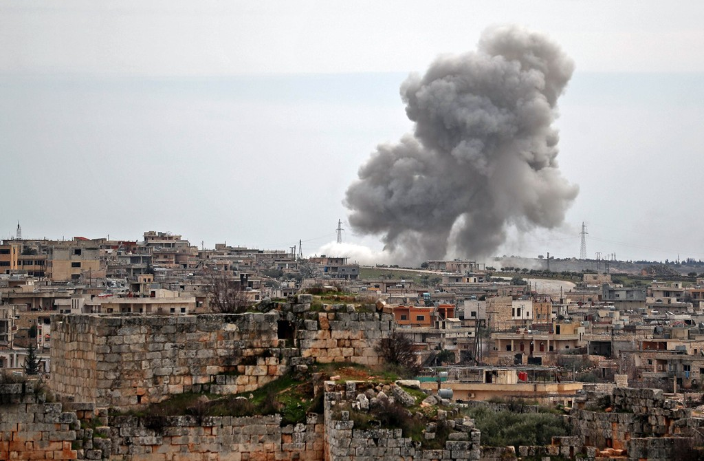 Plumes of smoke rise following Russian air strikes on the village of al-Bara in the southern part of Syria's northwestern Idlib province, March 5, 2020. (AFP)