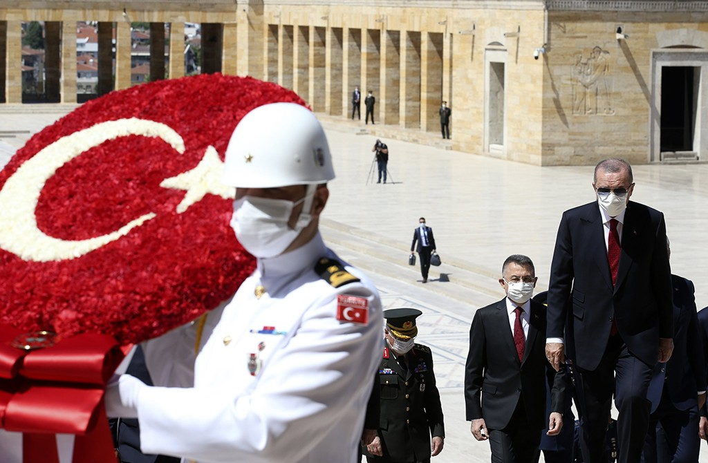 President Recep Tayyip Erdoğan (R), ministers and army commanders follow a guard of honor at the mausoleum of modern Turkey's founder Mustafa Kemal Atatürk before a meeting of the High Military Council in capital Ankara, July 23, 2020. (AP Photo)