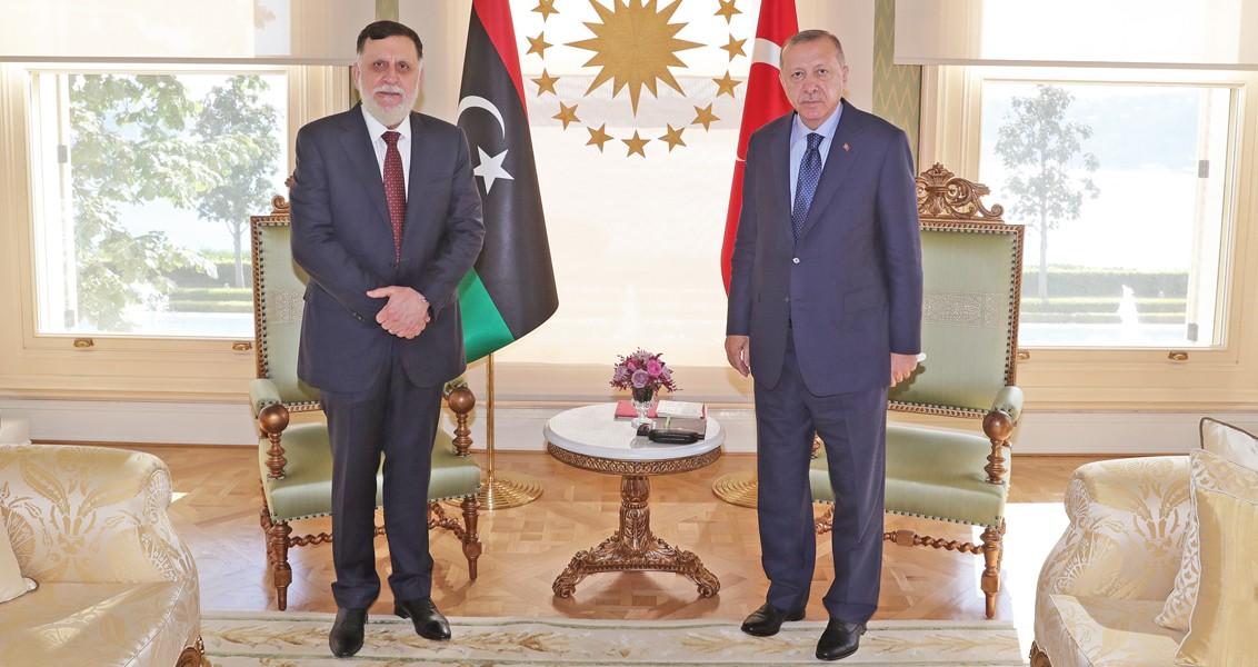 Turkish President Recep Tayyip Erdogan (R) and Libyan Prime Minister Fayez al-Sarraj at the Presidential Complex in Ankara.