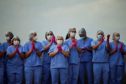 Health care workers celebrate as the last COVID-19 patients leave a temporary field hospital in Brasilia, Brazil, Oct. 15, 2020. (Reuters Photo)