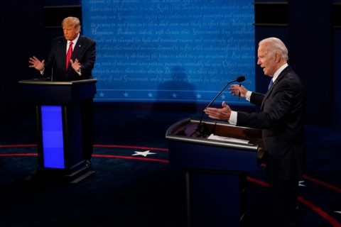 U.S. President Donald Trump (L) and Democratic presidential candidate Joe Biden during a presidential debate at Case Western Reserve University in Cleveland, Ohio, Sept. 29, 2020. (AA Photo)