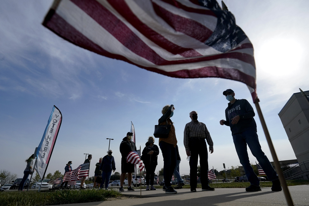 People wait to cast their ballot on the first day of U.S. early voting at an advance polling location, in Overland Park, Kansas, the U.S., Oct. 17, 2020. (AP Photo)